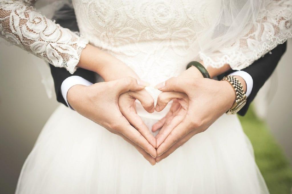 Разносчик еды в США спас свадьбу и провел церемонию венчания