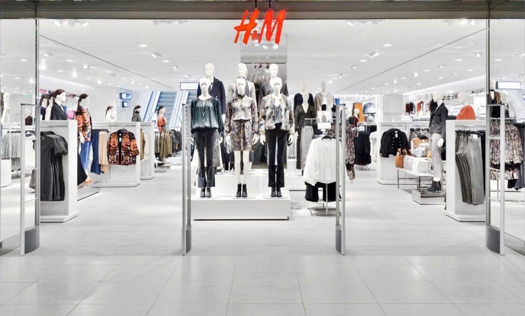 Вечеринки, кофе и премиум одежда: H&M запускает магазины нового формата