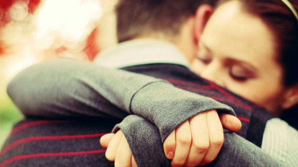 Ученые объяснили, почему важно обниматься после ссор