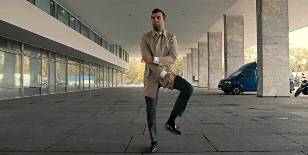 Танцы без остановки: новый челлендж набирает популярность в России