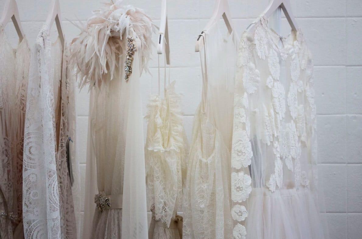 Назван самый простой способ разгладить одежду без утюга