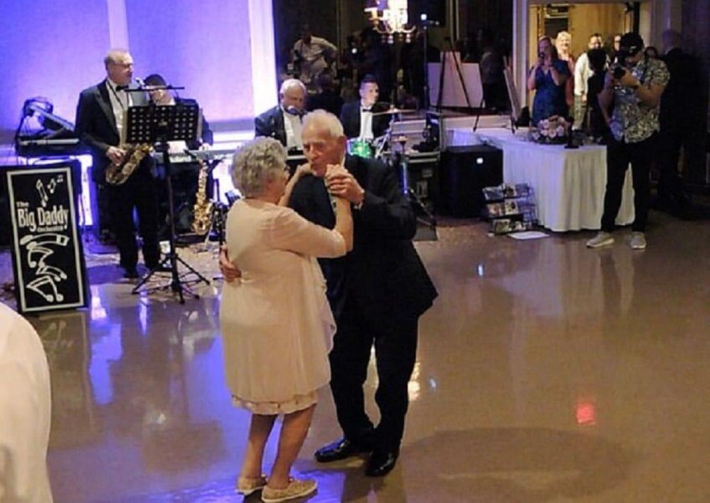 Любви все возрасты покорны: женщина вышла замуж в 93 года