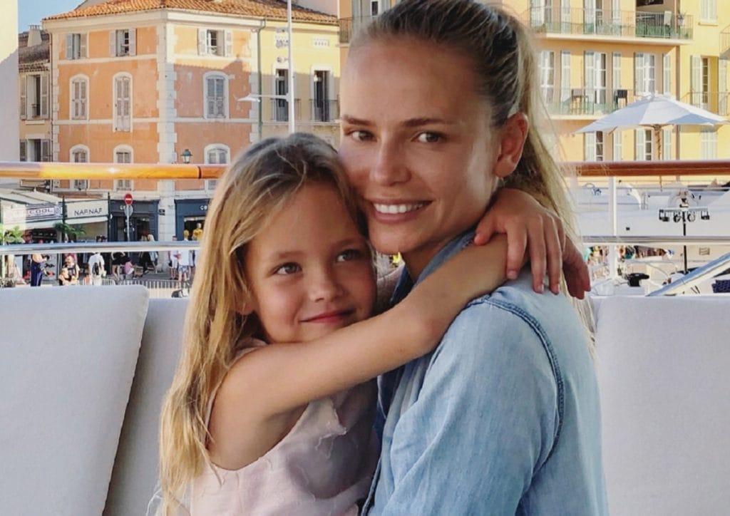 Модель Наташа Поли станет матерью второй раз