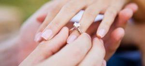 Невеста стала знаменитой, показав фото с обручальным кольцом