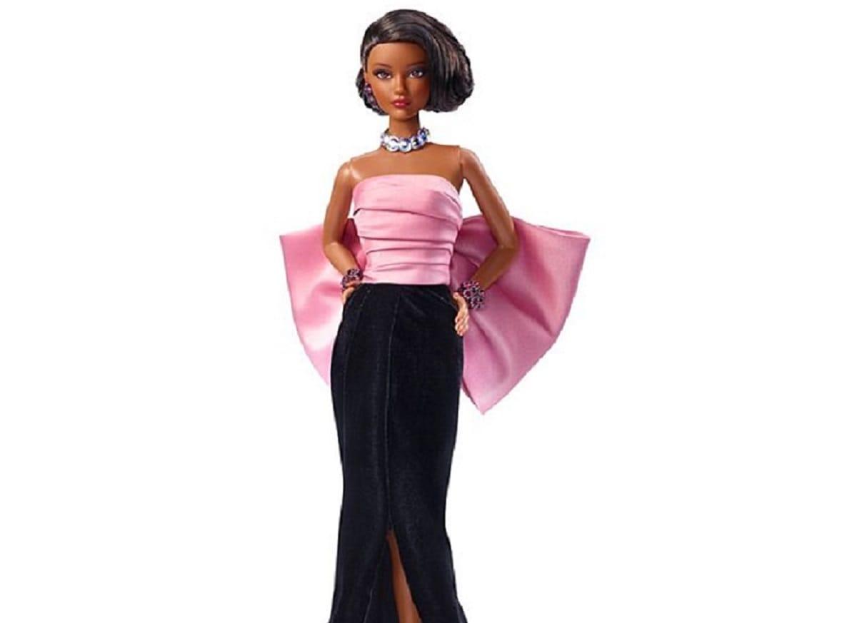 Бренд Barbie выпустил куклы в нарядах от Ива Сен-Лорана