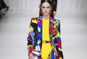 Разноцветный костюм Versace признали самой стильной одеждой 2018 года