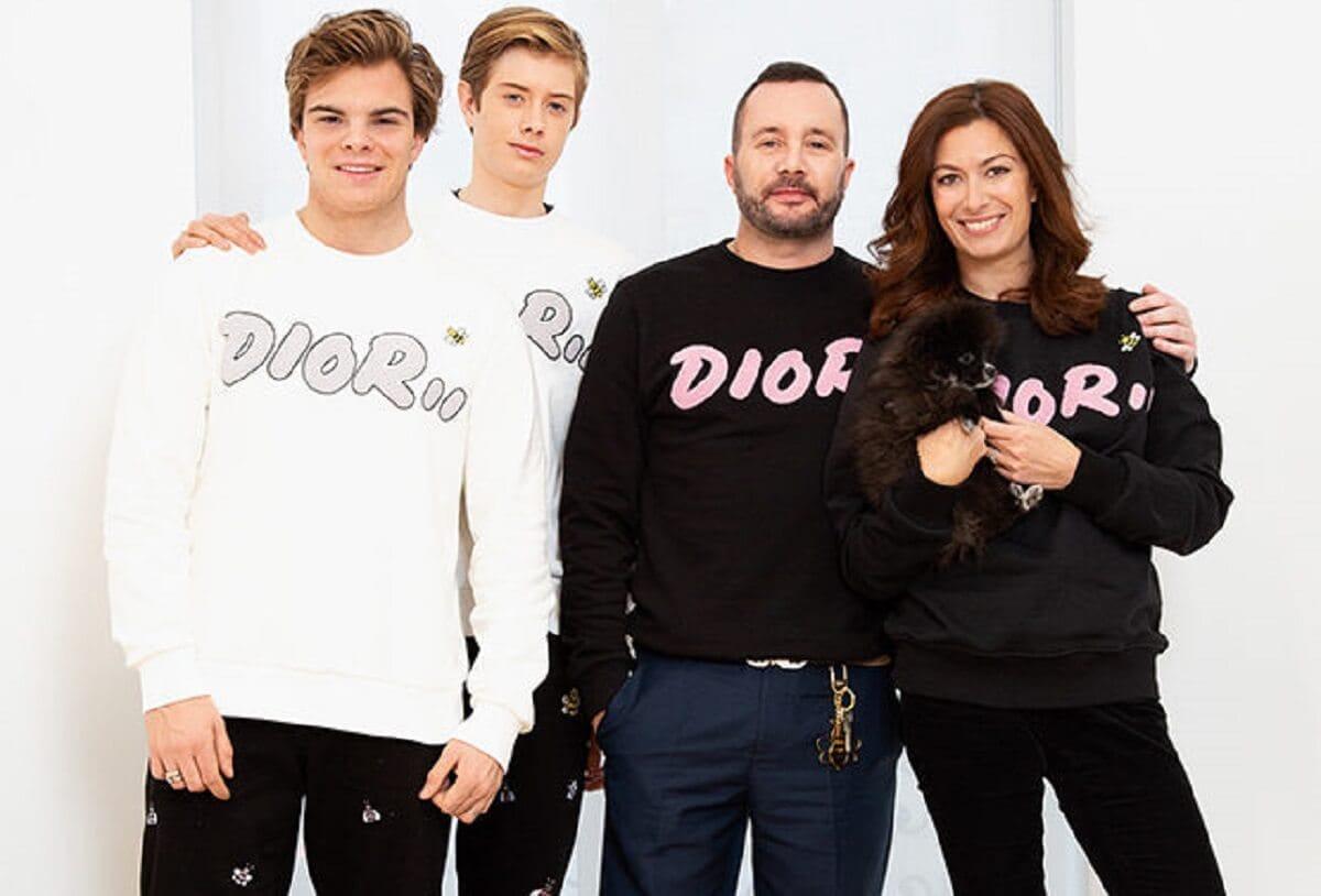 Бренд Dior выпустил плюшевых медвежат для детей