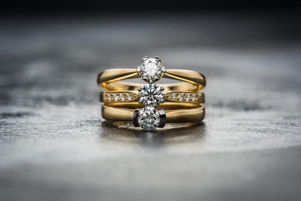 Американка нашла в рождественском подарке кольцо с бриллиантом