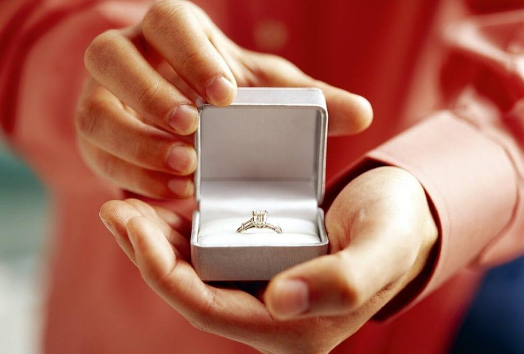 В США нашли пару влюбленных, которые потеряли обручальное кольцо