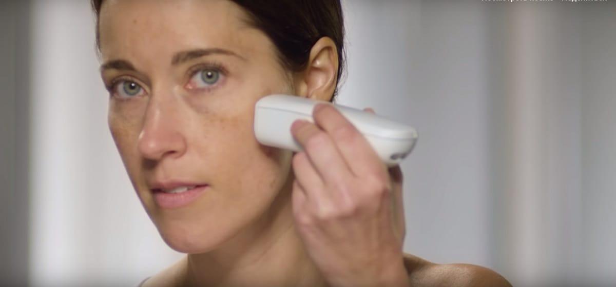 Бренд Procter & Gamble создал гаджет, идеально наносящий тональный крем