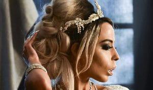 Самая дорогая фотосессия: обнаженная модель снялась в россыпи бриллиантов