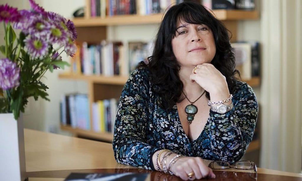 Автор «Пятидесяти оттенков серого» выпускает новый роман