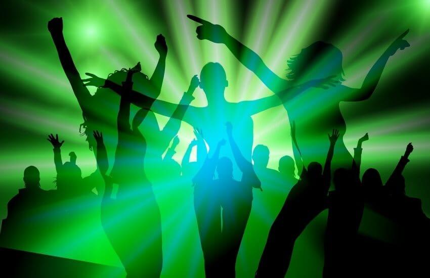 танцы движение девушка