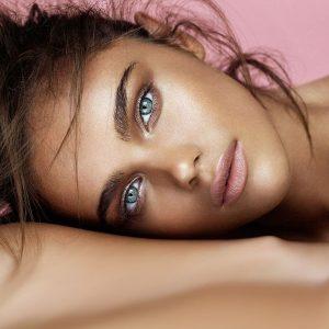 Пошла жара: что такое макияж heatwave skin и как повторить этот тренд