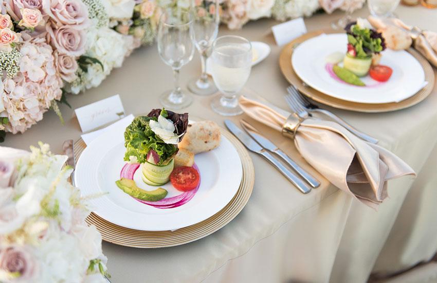 свадьба классический стиль невеста платье кольца аксессуары