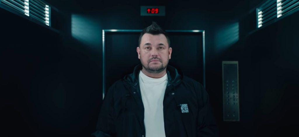 Сергей Жуков в роли Амура в клипе группы «Руки вверх»