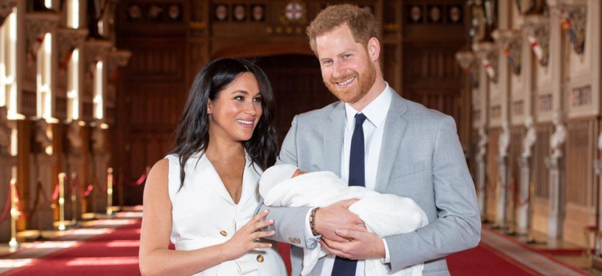 Первые фото новорожденного сына Меган Маркл и принца Гарри