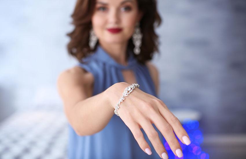 Девушка бриллианты браслет