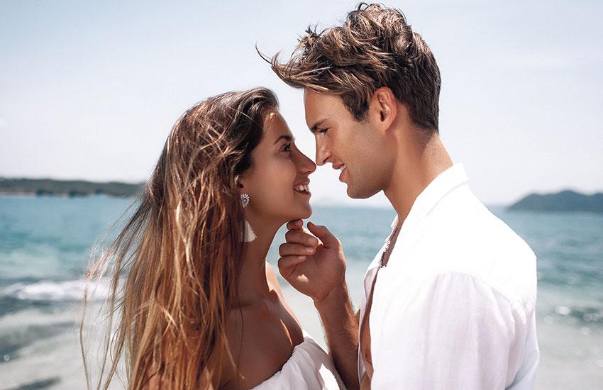 Пара девушка парень романтика талисман драгоценный камень удача в любви