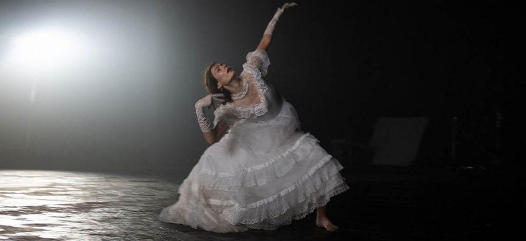 Танцуют все! Певица Луна выпустила новый клип