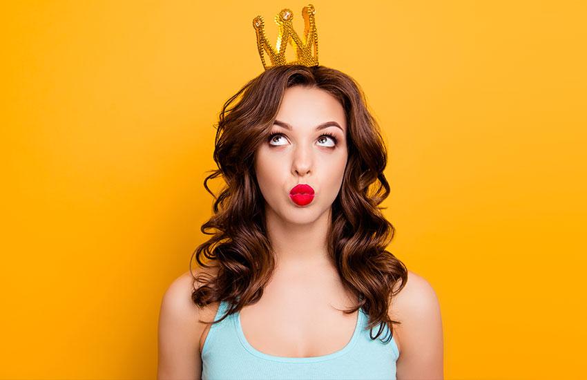украшения с короной королевские драгоценности золото тренды мода 2019