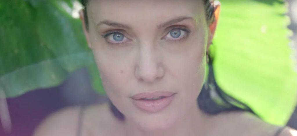Анджелина Джоли в нежной рекламе нового парфюма