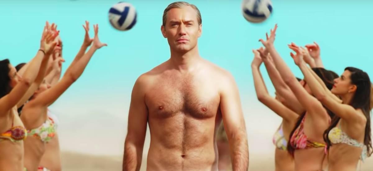 Джуд Лоу на пляже в «Новом Папе»