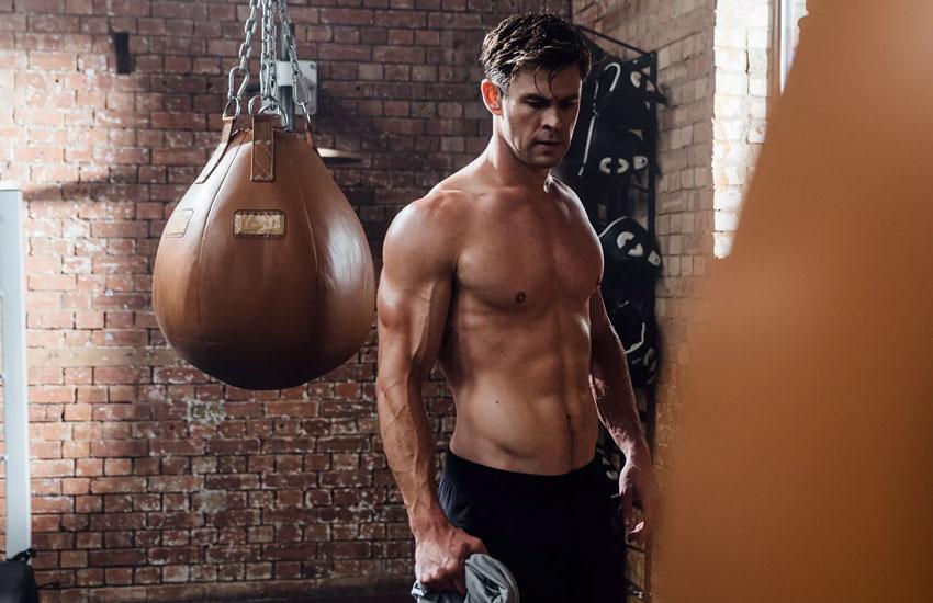 Крис Хемсворт тело фигура фитнес