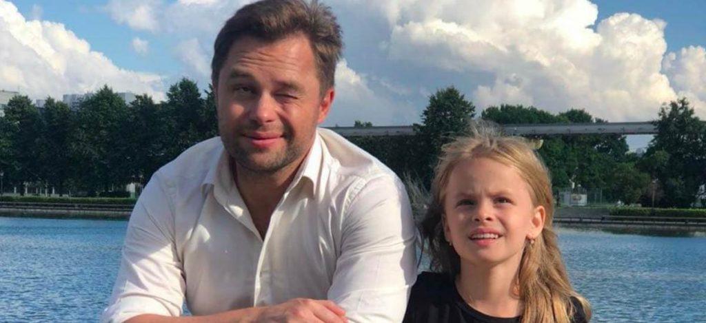 Виталий Гогунский спел с дочерью о школе