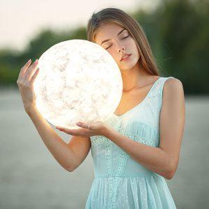 Месяц больших и маленьких побед: твой лунный гороскоп на ноябрь