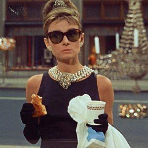 В стиле Одри Хепберн: 5 лучших образов из фильма «Завтрак у Тиффани»