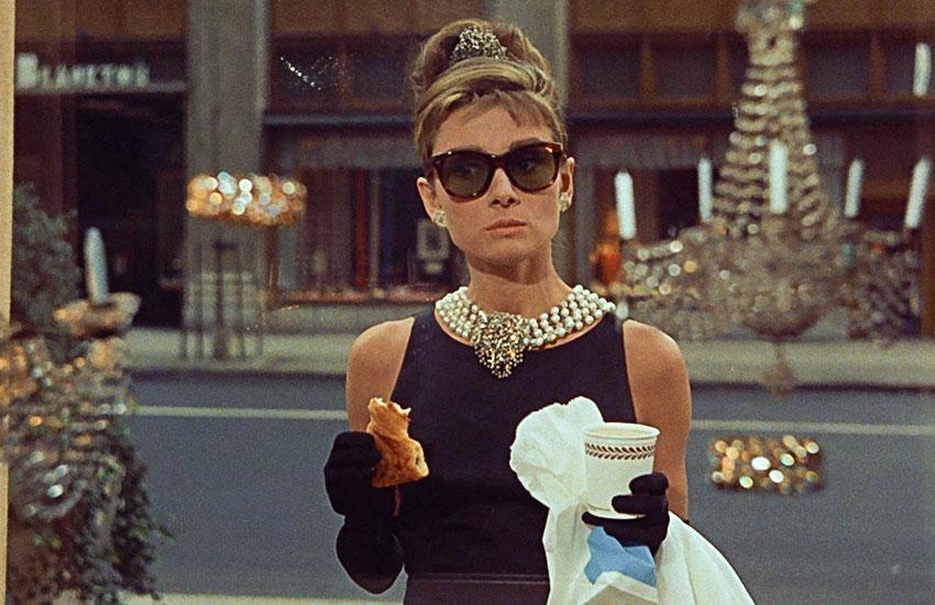 Завтрак у Тиффани лучшие образы Одри Хепберн стиль