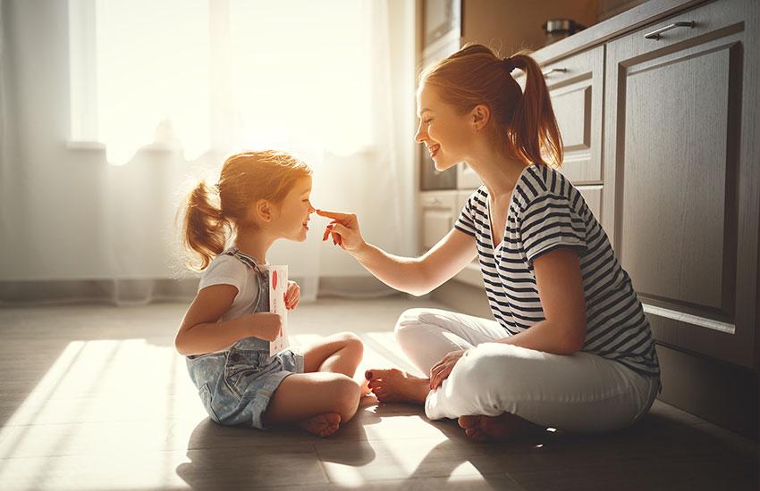 «Французские дети не плюются едой» секреты воспитания от французских мам