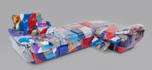 Удивительные вещи: диван из одежды Balenciaga