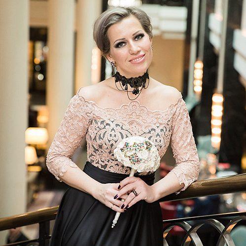 «Не стоит экономить на ведущем и платье»: свадебный организатор Маргарита Амосова