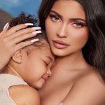 Кайли Дженнер посвятила новую коллекцию косметики своей дочке
