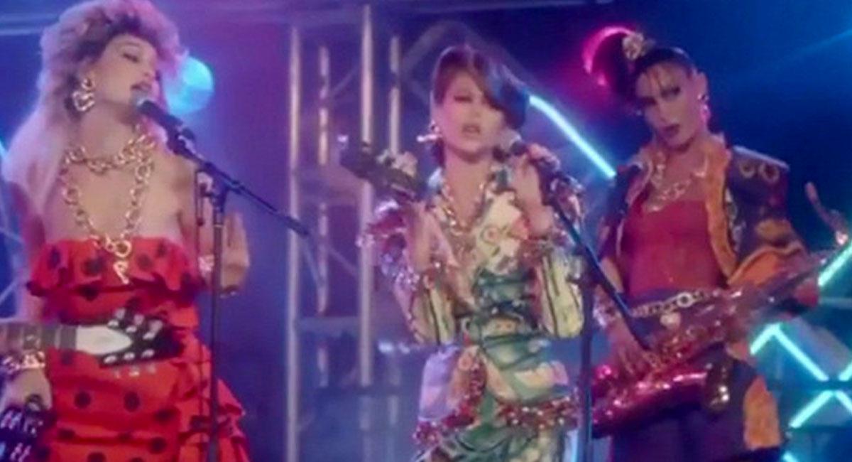 Сестры Хадид и Кайя Гербер изобразили участниц глэм-рок-группы в кампании Moschino