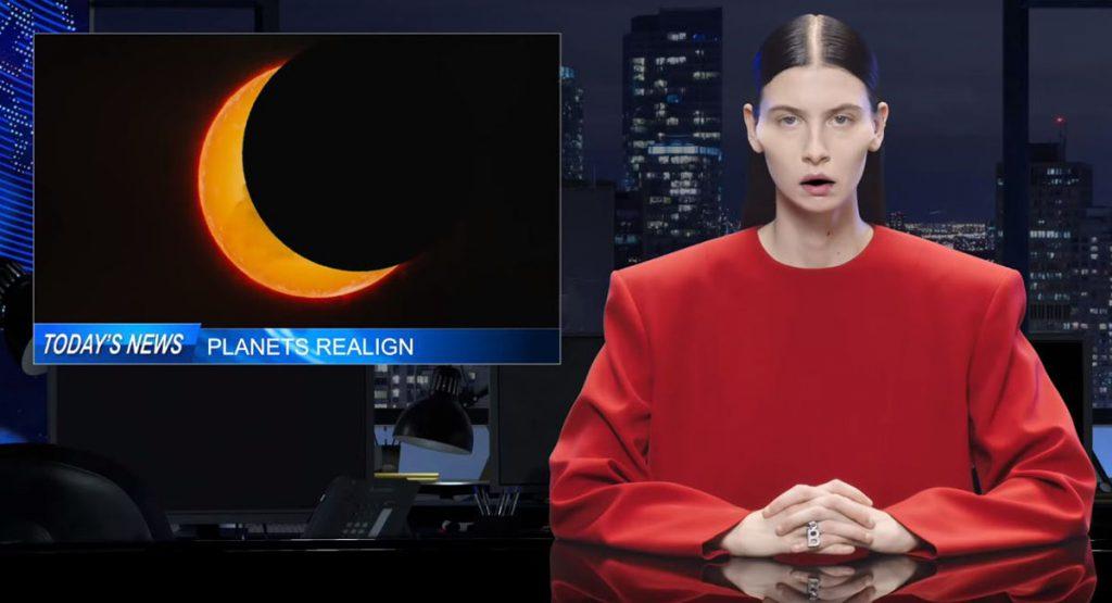Balenciaga показали новую коллекцию в собственном выпуске новостей
