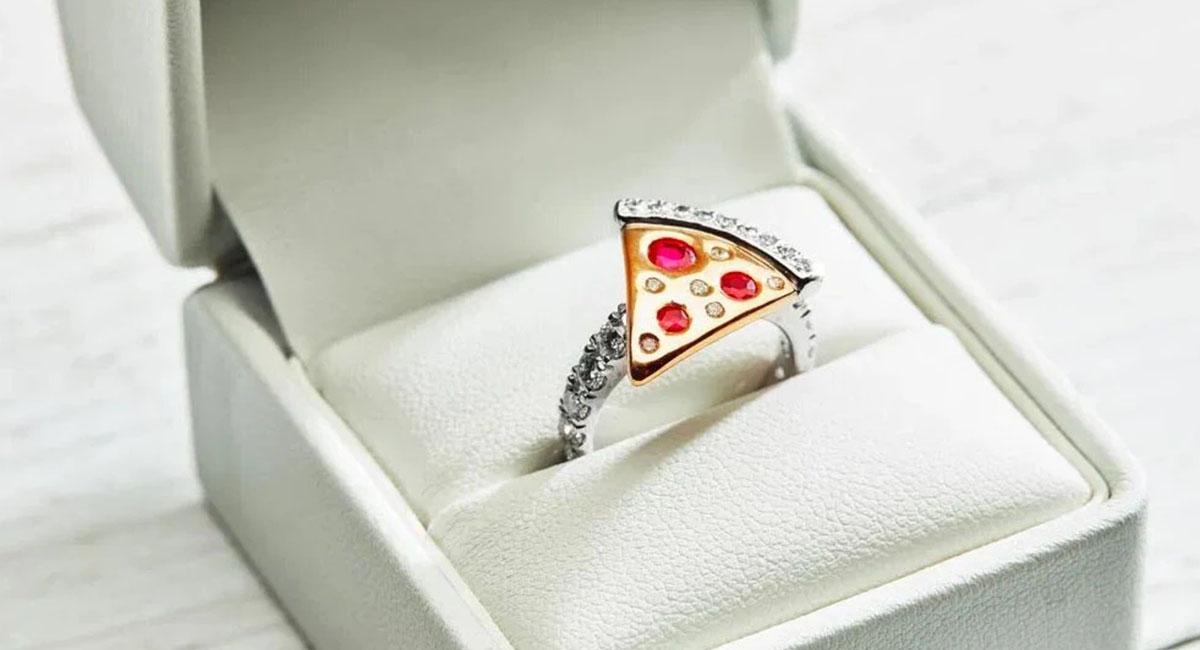 Domino's выпустил обручальное кольцо в форме пиццы