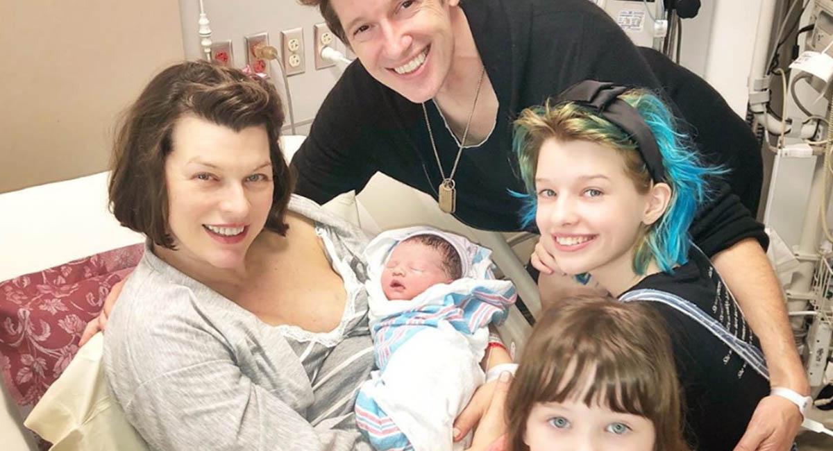 Милла Йовович в третий раз стала мамой