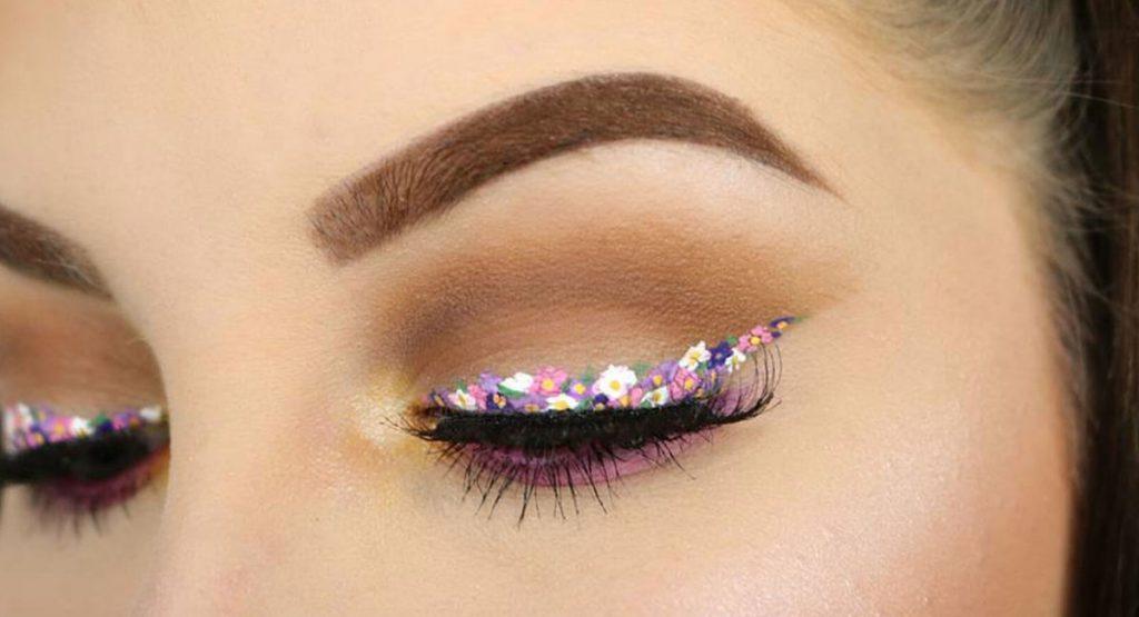 Новый бьюти-тренд: макияж с цветочными стрелками