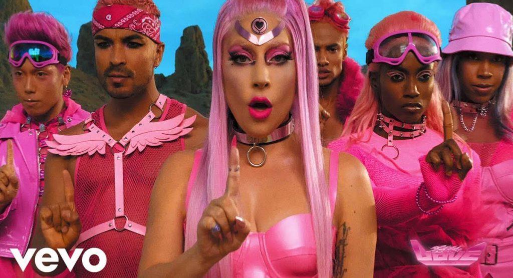 Леди Гага вернулась с футуристическим клипом «Stupid Love»