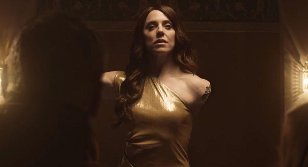 Мелани Си становится музейным экспонатом в клипе «Who I Am»