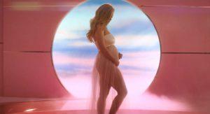 Кэти Перри рассказала о беременности в клипе «Never Worn White»
