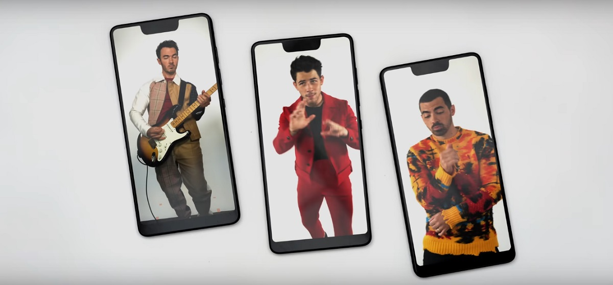 Jonas Brothers записали новый трек совместно с KAROL G