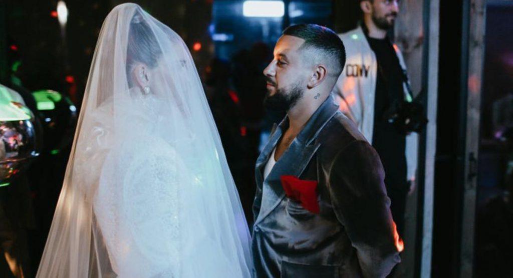 Вера Брежнева примерила свадебное платье в новом клипе