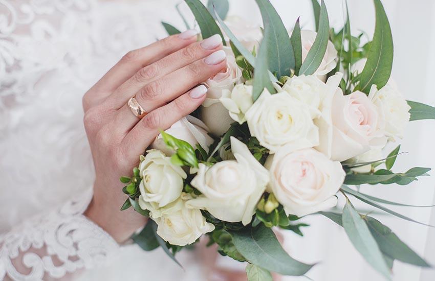 Как подобрать свадебный маникюр?