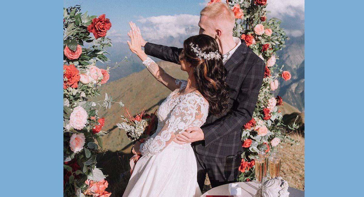 Пара из Петербурга сыграла самую высокогорную свадьбу в истории