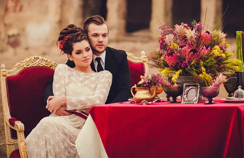 Благородный бархат: как обыграть модный материал в свадебном образе