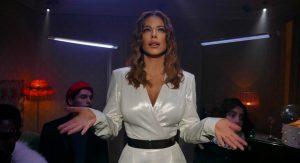 Ани Лорак устроила стильную вечеринку в клипе «Страдаем и любим»